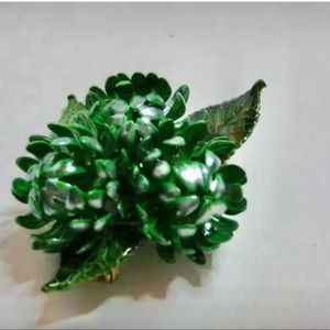 3D green plant pin, new vintage